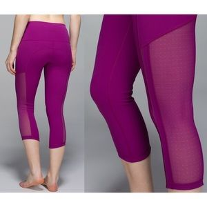Lululemon Hot to Street Crop Magenta Mesh